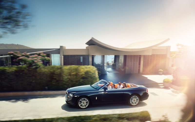 The Rolls-Royce Dawn gives a new breath to driving.