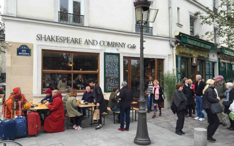 Shakespeare and Company, New Cafe'