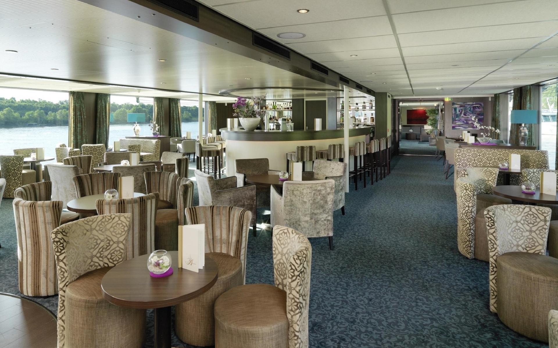 Yachts & Cruises : Amadeus Elegant, Panorama Bar :